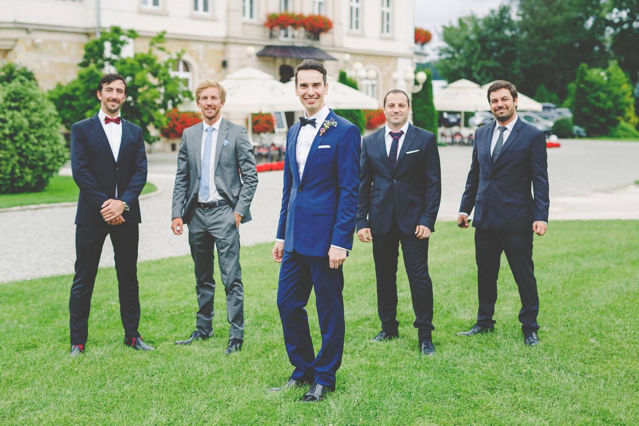 Pałac Brunów, slub, wesele, pana młody i przyjaciele