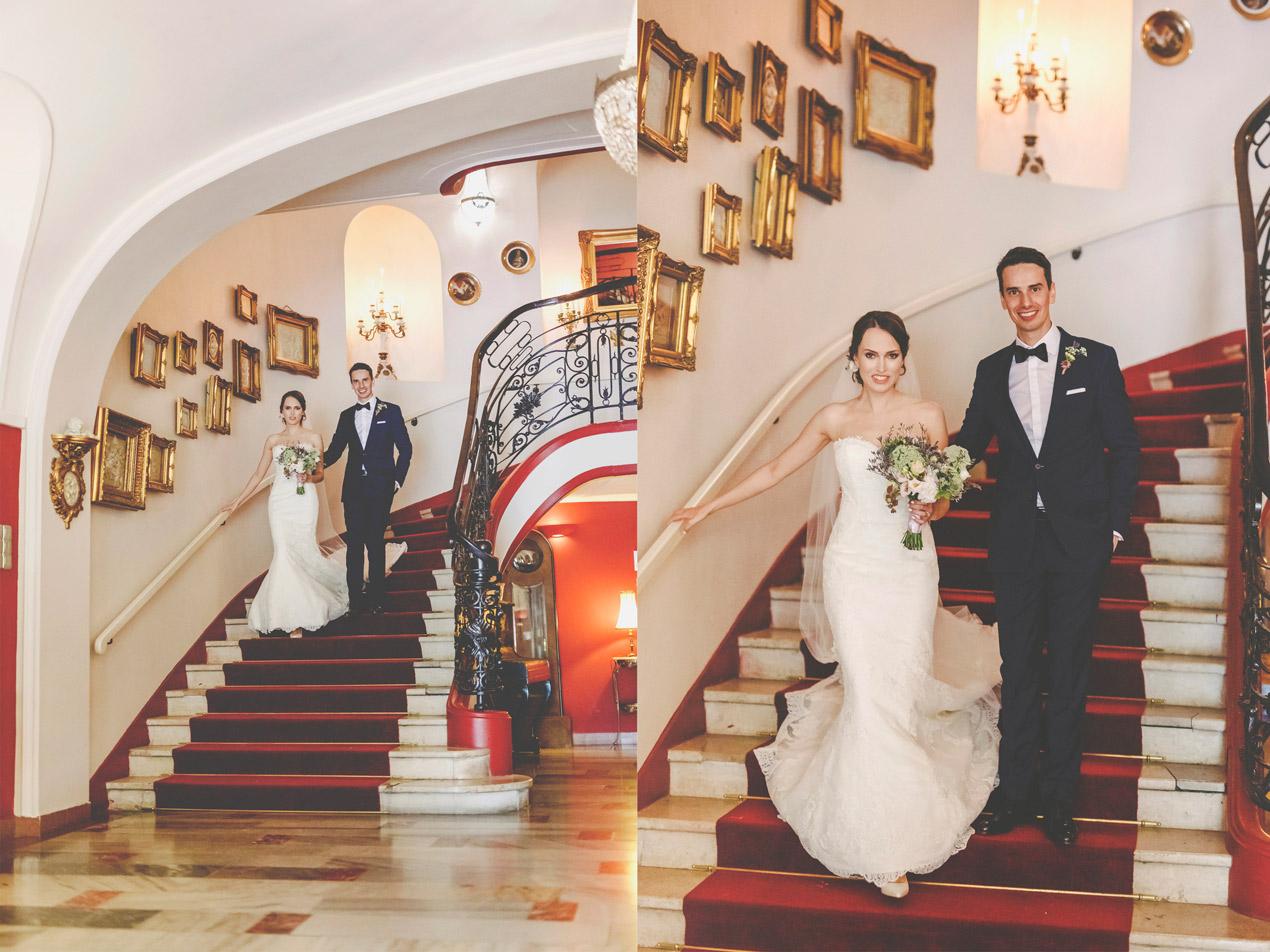 reportaż ślubny, pałac brunów, młoda para, zdjęcie na schodach