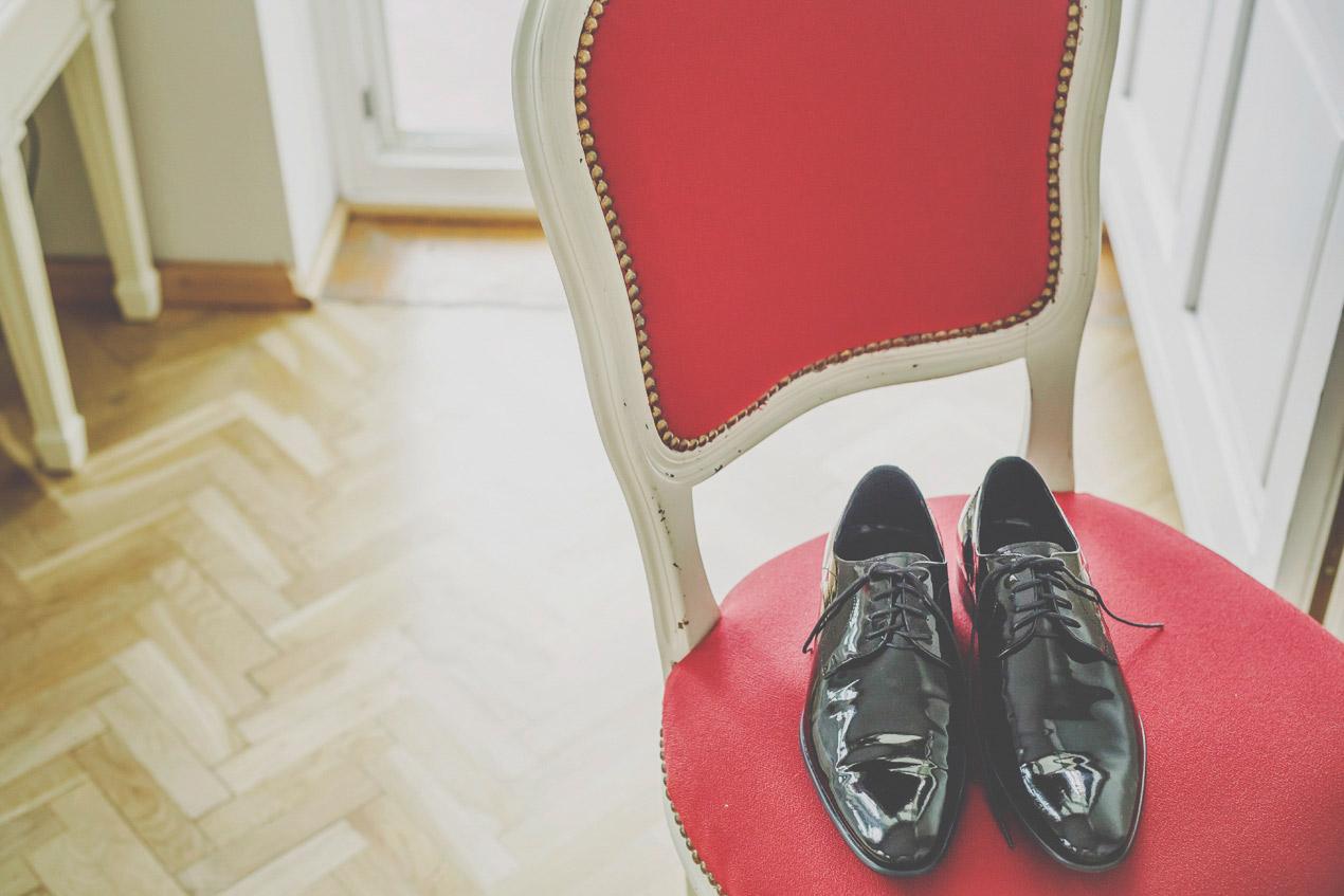 wesele w Pałacu Brunów, przygotowania, buty, pan młody, hochzeit in polen