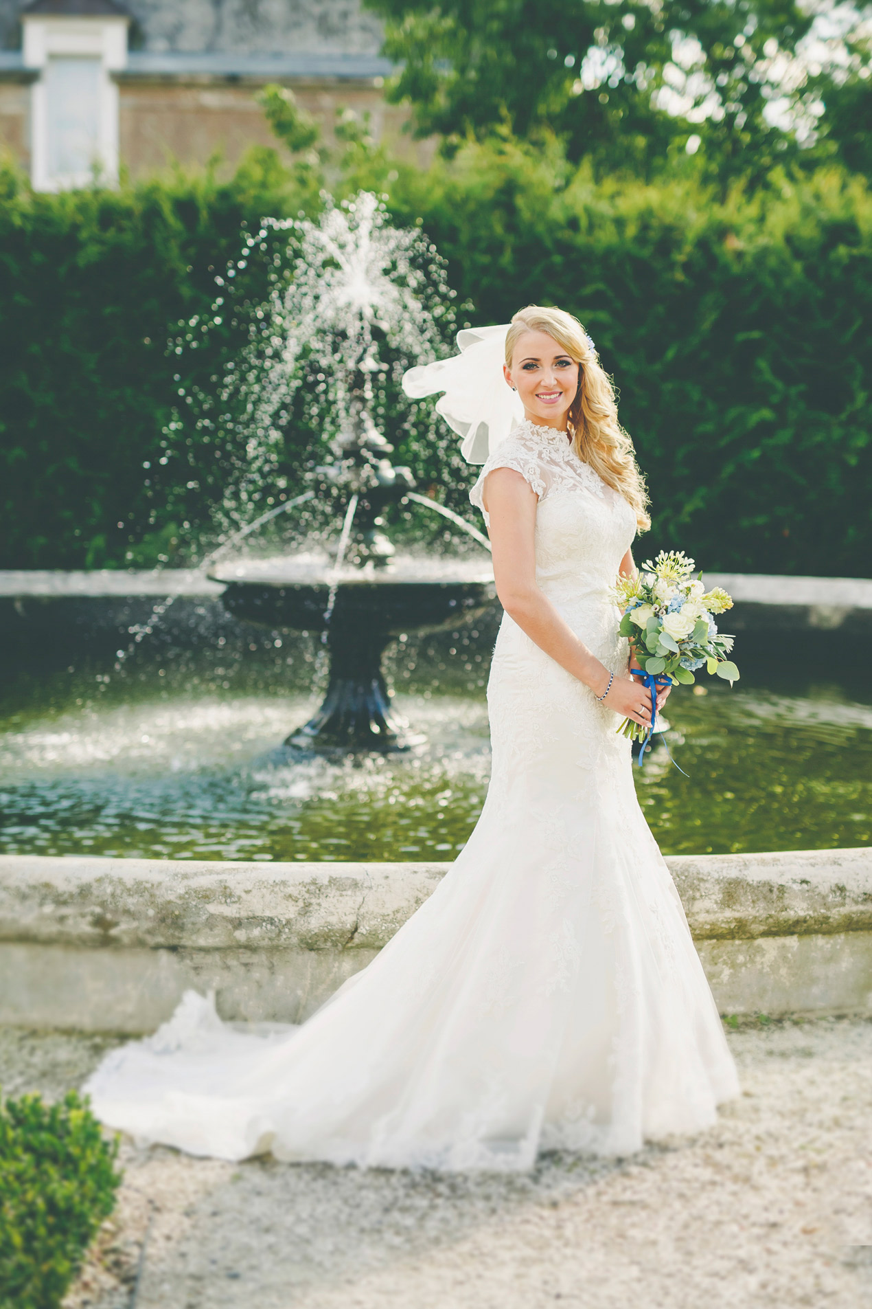 Pałac Brunów, wesele, ślub, zdjęcie przy fontannie, hochzeit in polen location, fotograf