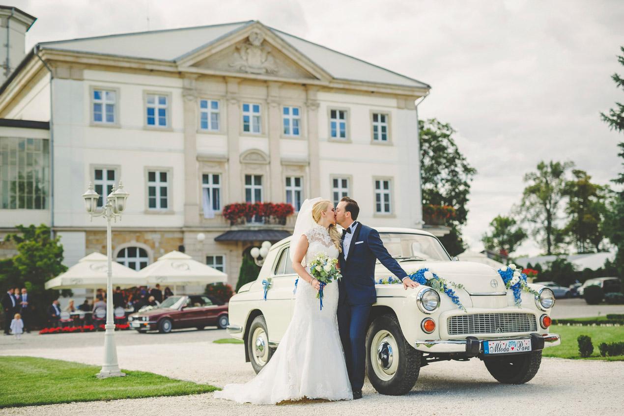 Pałac Brunów, wesele, ślub, zdjęcie przy fontannie, hochzeit in polen location, fotograf, schloss