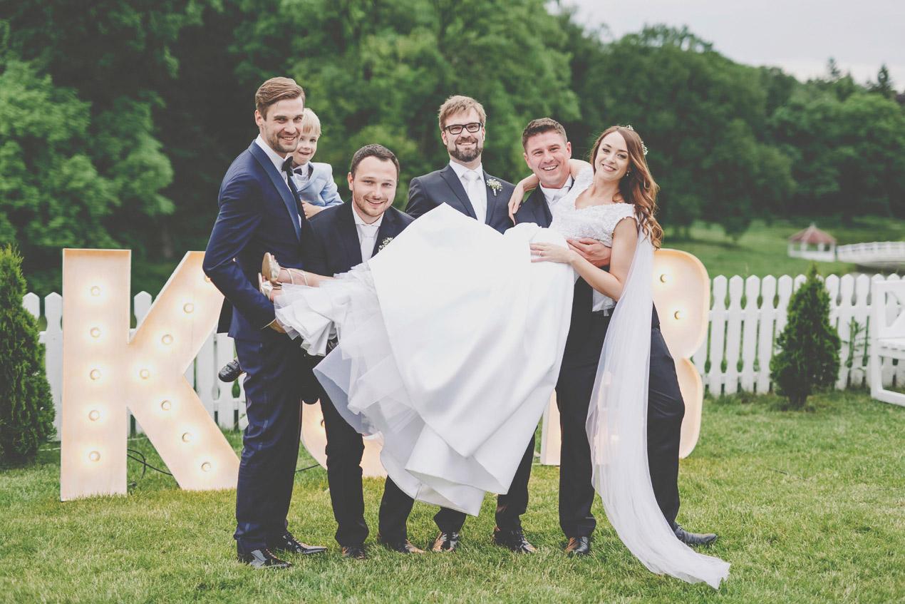 Panna młoda na rękach, wesele, ślub, Wąsowo