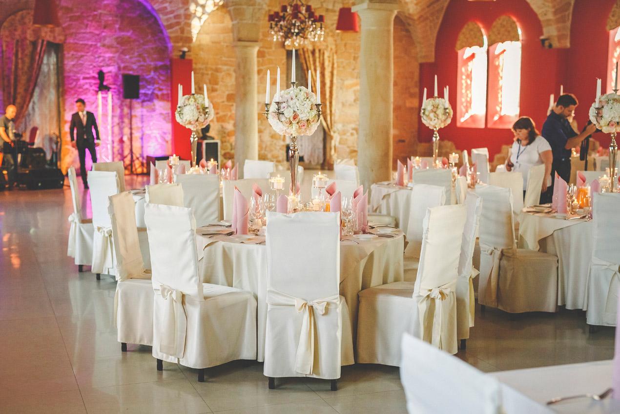 Pałac Brunów, powozownia, dekoracje, wesele, kwiaty, sala