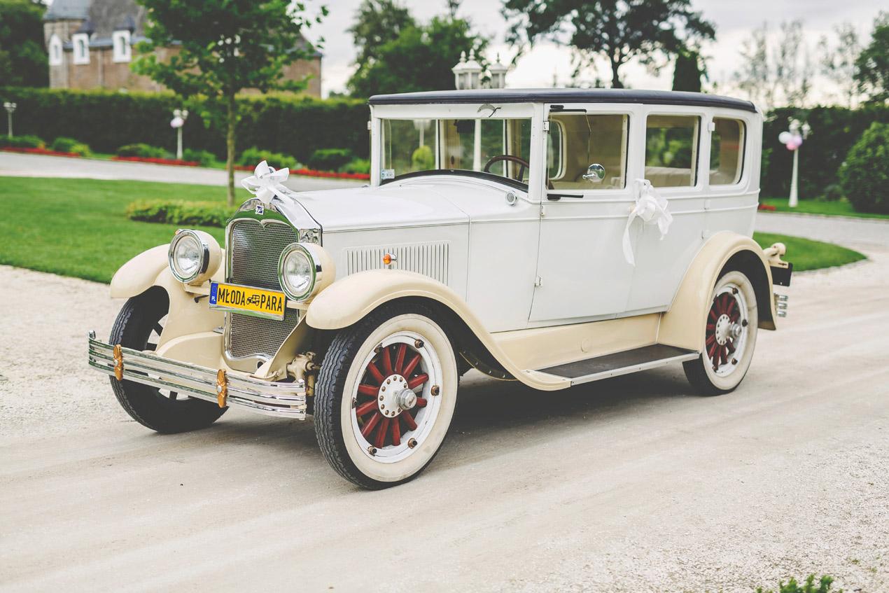 reportaż ślubny, pałac brunów, buick, retro samochód