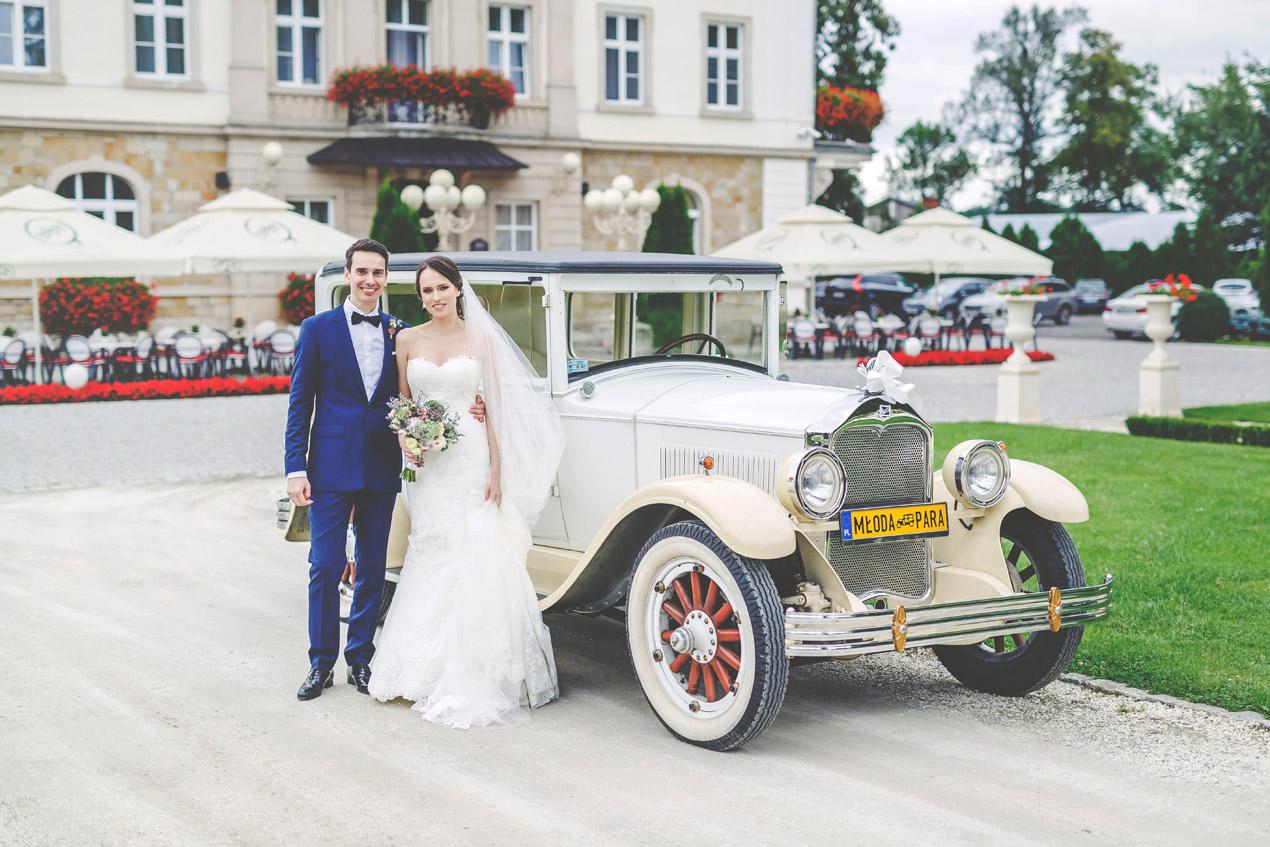 reportaż ślubny, pałac brunów, buick, retro samochód, fotografia slubna