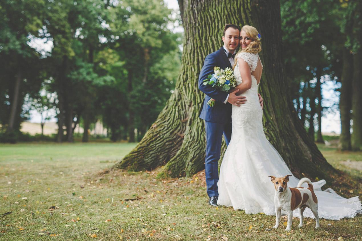 Pałac Brunów, sesja plenerowa, park, pies na weselu, pies na ślubie, para młoda