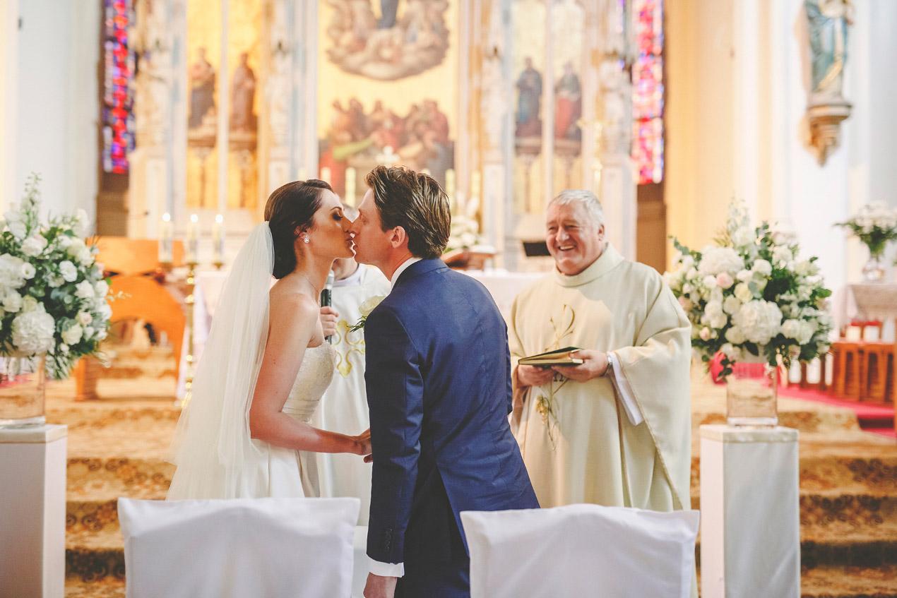 Pałac Brunów, slub, wedding, dolny slask, fotograf, lwowek slaski, kościół wniebowzięcia nmp, pocałunek