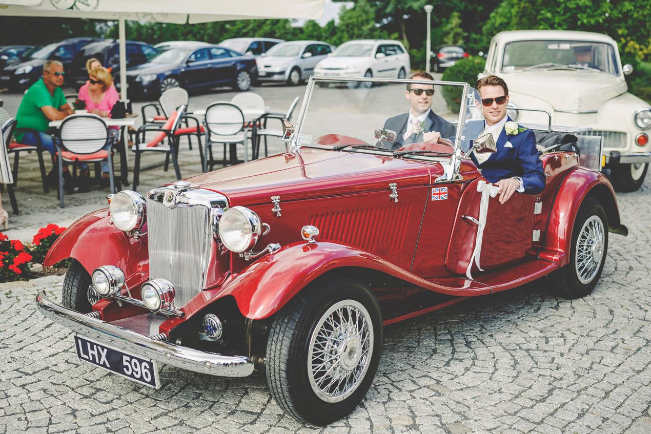 Pałac Brunów, wesele, wedding, pan młody, dolny slask, fotograf, samochód do ślubu