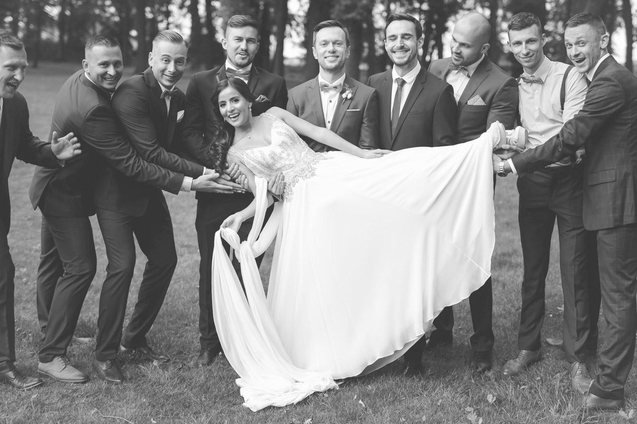 reportaż ślubny, fotografia_ślubna_VeryLuckyStar, fotograf na ślub , panna młoda przygotowania, suknia ślubna 2020