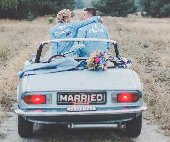 plener ślubny z samochodem