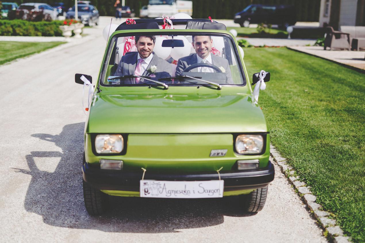 fotografia ślubna, Pałac Brunów, fotograf ślubny Jelenia Góra, zdjęcia ślubne, wesele w pałacu, maluchem do ślubu
