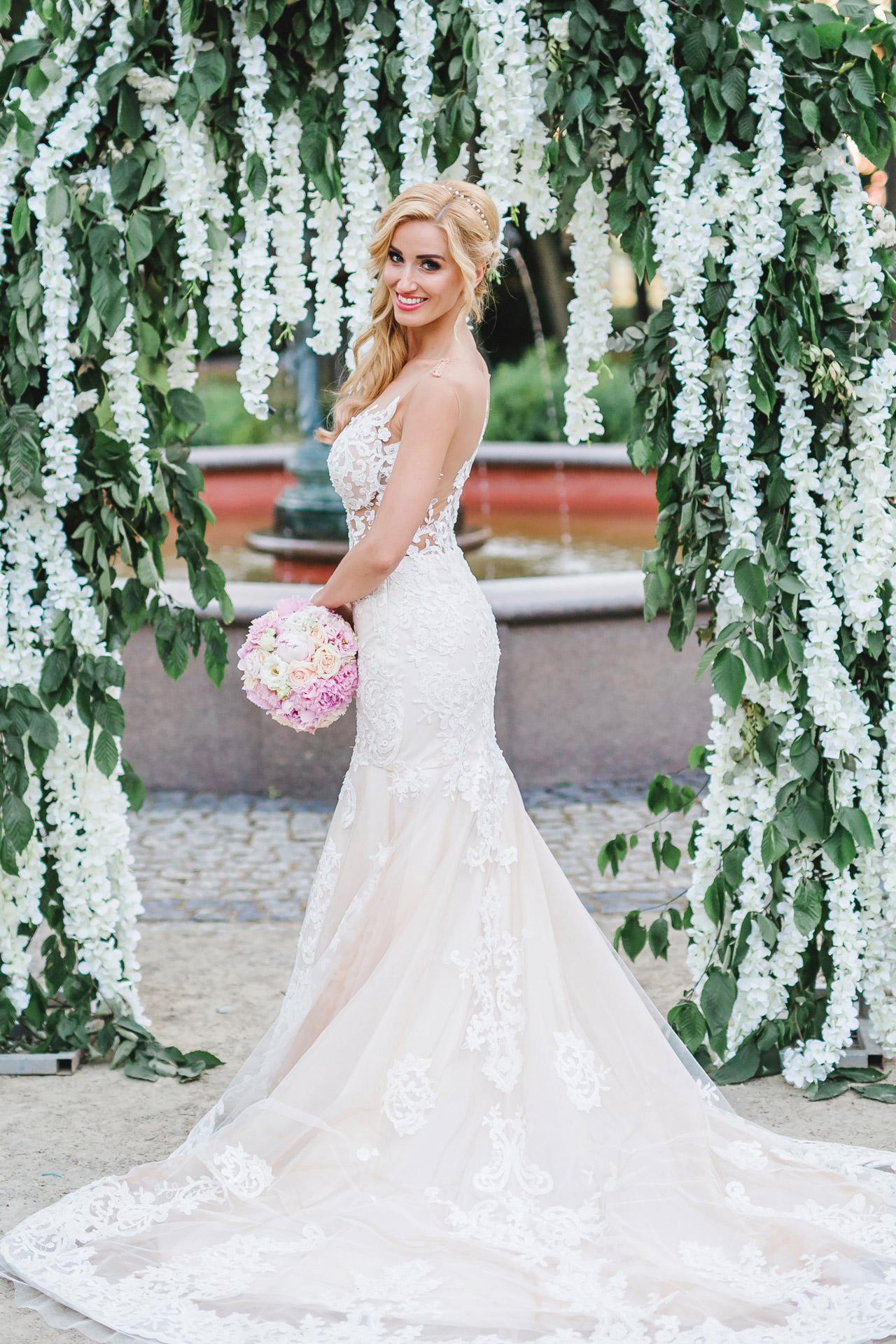 panna młoda 2020, suknia ślubna, bukiet, fotografia ślubna, płac Tłokinia, ślub i wesele, fotografia i film ślubny, zdjęcia ślubne, fotograf wielkopolska
