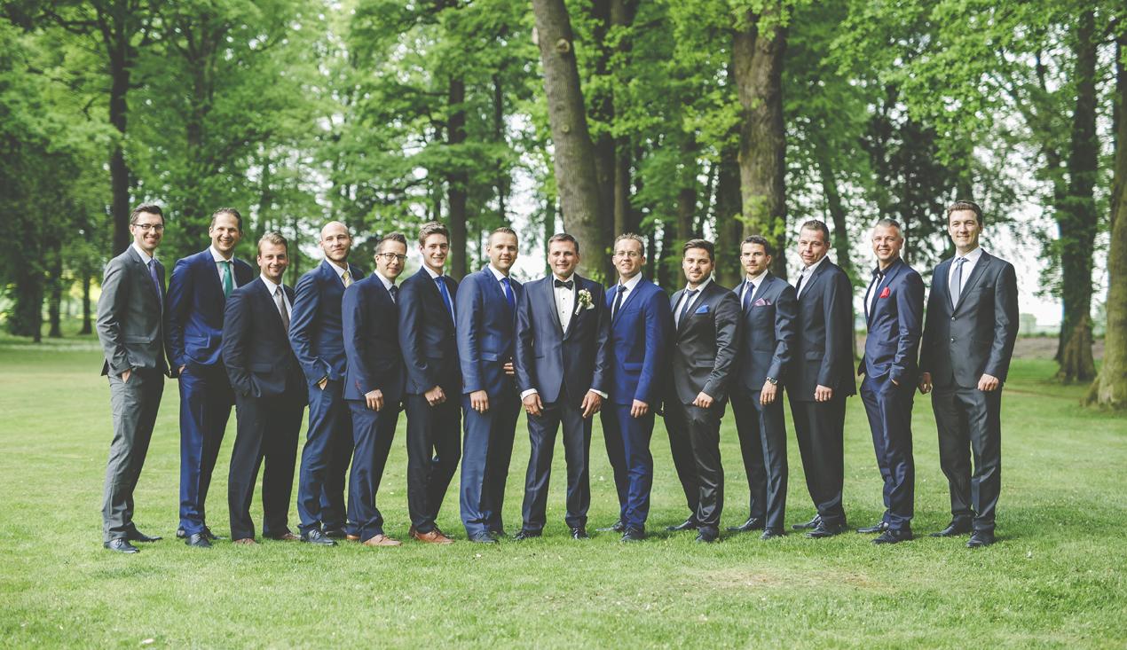 Pałac Brunów wesele pan młody i przyjaciele